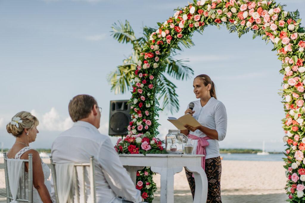 Freie Trauung am Strand, freie Trauung in Bali, freie Redner auf Bali, deutsche Trauung auf Bali